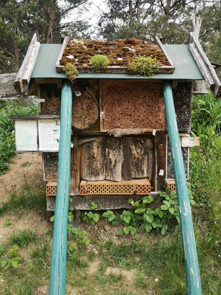 Insektenhotel am Sandbockelweg in Markt Pleinfeld