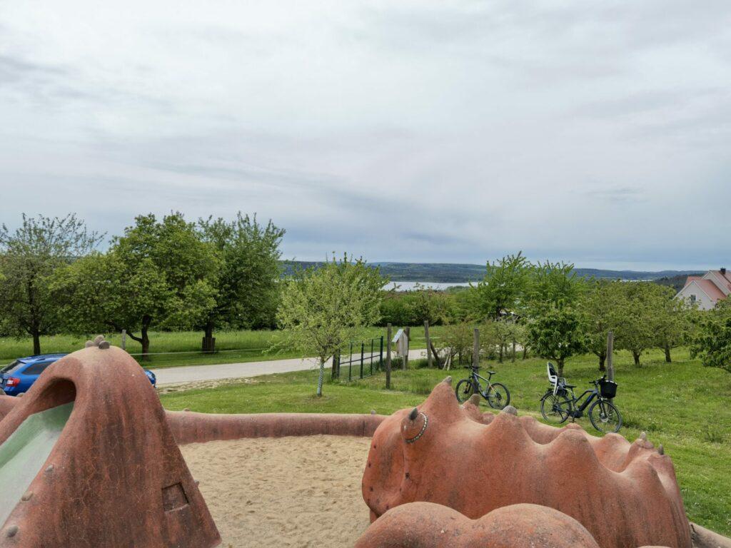 Blick auf den Brombachsee - Seeungeheuerspielplatz in Spalt