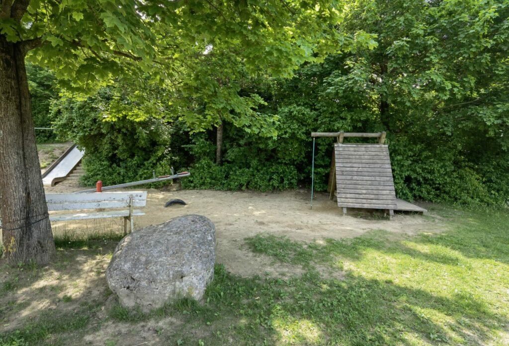 Sandspielplatz mit Wasserpumpe - Ostpark in Bad Wörishofen (2)